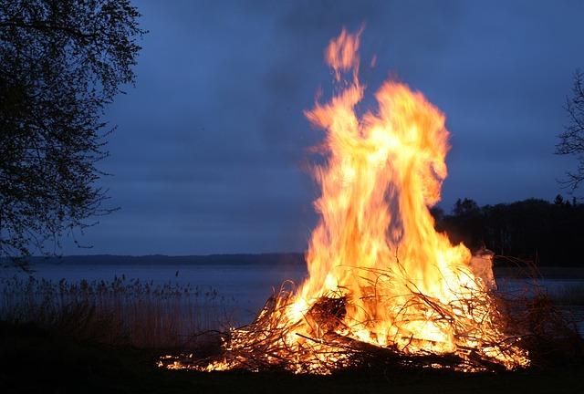 Látványos tűztánc